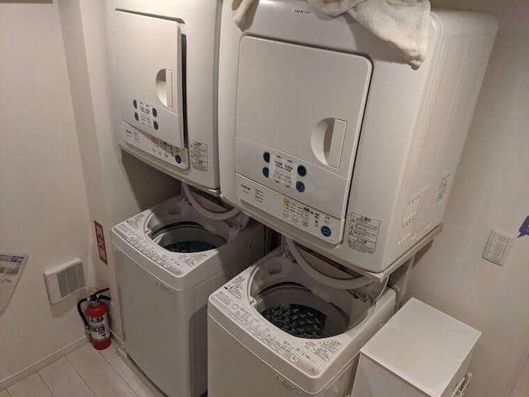 シェアハウス備え付けの洗濯機と乾燥機